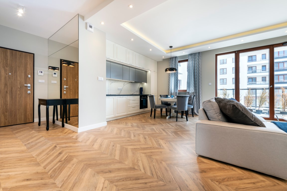 staining your wood floor preview (Medium)